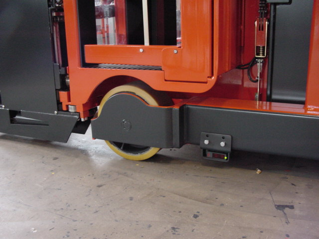 Rail guidance reflex sensors switch to auto straight wheel